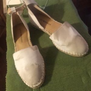 New Lucky Brand closed toed sandals sz7 & 1/2